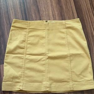 Goldish/Yellow skirt